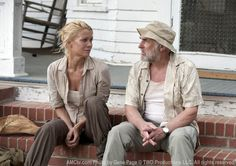 The Walking Dead Season 2 Episode 5 - Chupacabra, Andrea (Laurie Holden) and Dale (Jeffrey DeMunn) Walking Dead Season, Walking Dead Tv Series, Fear The Walking Dead, Jeffrey Demunn, Laurie Holden, Dead Zombie, Dead To Me, Best Shows Ever, Favorite Tv Shows