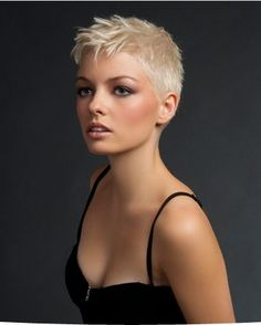 Super Short Hair Ideas on Pretty Ladies - Frisuren - Trend Frisuren - Haar Modell Short Grey Hair, Very Short Hair, Short Blonde, Short Hair Cuts For Women, Blonde Pixie, Super Short Pixie, Wavy Pixie, Short Cuts, Short Pixie Haircuts