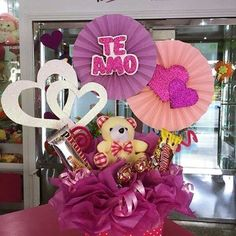 Candy Gift Baskets, Candy Gifts, Candy Bouquet, Balloon Bouquet, Valentines Gifts For Boyfriend, Valentines Diy, Craft Gifts, Diy Gifts, Disney Frozen Birthday