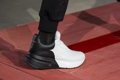 Alexander McQueen Fall 2018 Men's Fashion Show Details