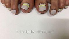 . 【 Neon yellow 】 . . 最近ドはまり中のネオンイエローのテープ...お客様にも大好評です . . ▶︎ICE GELから発売のセロフィルム◀︎ TATで購入しました🙋🏻 . . #nail#nailart#abgel#neon#neonnails#neonyellow#icegel#セロフィルム#tat#hirokokojimamood#hirokokojima#gelnail#hibounail#simplenail#natural#美甲#fashion#fashionable#footgel#footnail#pedicure#sellofilm