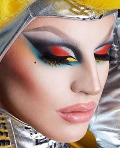I always have trouble keeping lipstick at the corners of my mouth from bleeding. Maybe i can try just overdrawing the corners like Aquaria to avoid the problem? Drag Queen Makeup, Drag Makeup, Beauty Makeup, Eye Makeup, Makeup Goals, Makeup Inspo, Makeup Inspiration, Makeup Ideas, Queen Art