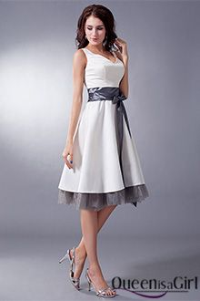 High Quality Cheap A-Line V-Neck Knee-Length Satin Taffeta Bridesmaid Dress from HeleneBridal is on sale at wholesale prices. Taffeta Bridesmaid Dress, Bridesmaid Dresses Under 100, Knee Length Bridesmaid Dresses, Casual Bridesmaid, Cute Dress Outfits, Casual Dresses, Short Dresses, Fashion Dresses, Prom Dresses