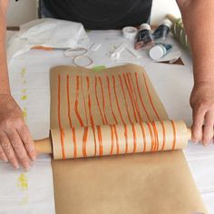 I could see doing this on fabric for a funky stripe! DIY Wrapping Paper, Cards, Wallpaper & More With Roller Pins : EcoSalon Diy Wrapping Paper, Wrapping Ideas, Diy Paper, Gift Wrapping, Art For Kids, Crafts For Kids, Stoff Design, Fabric Stamping, Mark Making