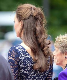 Kate Middleton half up hair My Hairstyle, Pretty Hairstyles, Braided Hairstyles, Wedding Hairstyles, Princesa Kate, Cabelo Kate Middleton, Kate Middleton Makeup, Half Updo, Wedding Hair Down