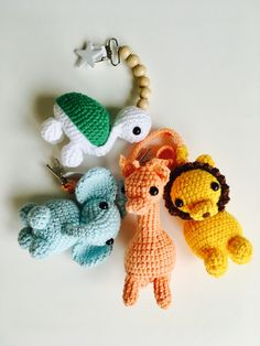Virkad elefant (elefanthänge) - Gratis mönster Crochet Hooks, Knit Crochet, Crochet Baby Mobiles, Sewing Crafts, Sewing Projects, Zipper Tutorial, Crochet Bunny Pattern, Pencil Toppers, Beautiful Crochet