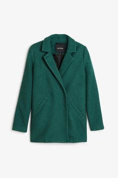 A chic felted wool-poly jacket with notched lapels that can close with a single button when the wind kicks up. Fastens with four cloth covered snaps on the interior. Slanted welt pockets are sewn closed with a few stitches. colour: sea teal In a size small the chest width is 99,5 cm and the length is 59 cm. The model is 172 cm and is wearing a size small.