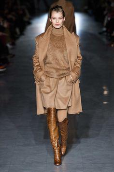 Max Mara Fall 2019 Ready-to-Wear Fashion Show - Vogue Fashion 2020, Fashion Week, Love Fashion, Runway Fashion, Winter Fashion, Womens Fashion, Fashion Trends, Vogue, Mode Outfits