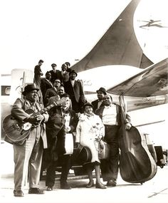 Blues masters arrive in Europe for the American Folk Blues Festival Tour /  Muddy, Willie Dixon, T-Bone Walker and others.