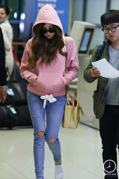 Team ☆ εїз TaeTae εїз Tiffany @ Incheon Airport。(via complete. Snsd Fashion, Young Fashion, Asian Fashion, Fashion Outfits, Tiffany Girls, Snsd Tiffany, Tiffany Hwang, Girls' Generation Tiffany, Girls Generation