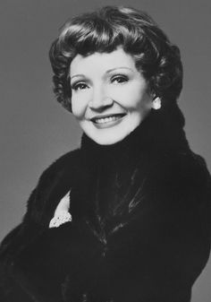 "Claudette Colbert ~ Blackglama ""What Becomes A Legend Most? Hollywood Waves, Hollywood Icons, Hollywood Stars, Classic Hollywood, Old Hollywood, Richard Avedon Portraits, The Palm Beach Story, Claudette Colbert, Real Movies"