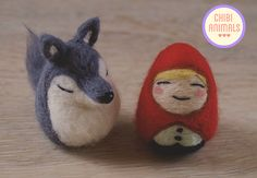 Cute Needle felted Red Riding Hood and Big bad Wolf by Chibi Animals. Needle Felted Animals, Felt Animals, Needle Felting, Felt Stories, Waldorf Dolls, Felt Toys, Felt Art, Red Riding Hood, Little Red