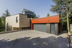 Budapest XII. kerületébe terveztük ezt az energiahatékony épületet Budapest, Garage Doors, Outdoor Decor, Home Decor, Decoration Home, Room Decor, Home Interior Design, Carriage Doors, Home Decoration