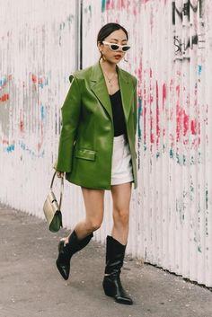 M Ten key pieces for fail-safe spring wardrobeWe break down the latest spring trends to help you build an ultimate capsule wardrobe for spring Blazer Outfits, Blazer Fashion, Star Fashion, Casual Outfits, Fashion Outfits, Womens Fashion, Fashion Top, Blazer Dress, Milan Fashion