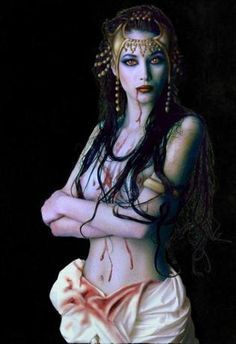 Image detail for -Auf der Suche nach ewiger Jugend: Elizabeth Bathory. Vampire Female, Art Vampire, Vampire Love, Gothic Vampire, Vampire Girls, Vampire Images, Vampire Photo, Vampire Queen, Elizabeth Bathory