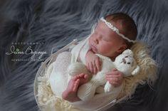 #Качество Я обучалась этому искусству, знаю все тонкости, у меня большой опыт и довольные клиенты, которые меня рекомендуют своим друзьям и возвращаются со вторым только ко мне!).         Заказ фотосессии - @bogiira@ya.ru          #newbornphoto #newbornphotography #newbornphotograper #baby #babynewborn #girl #babygirl #boginyairina #профессиональныйфотографноворожденных #фотографноворожденных #фотографмосква #детскийфотограф #москва #фотографмладенцев #фотосессияноворожденных