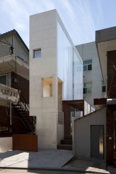 MAXMINIUM (2017) - 김인철 : 네이버 블로그 Unique Architecture, Japanese Architecture, Facade Architecture, Modern Townhouse, Duplex, Small Buildings, Modern Buildings, Narrow House, Bungalow House Design
