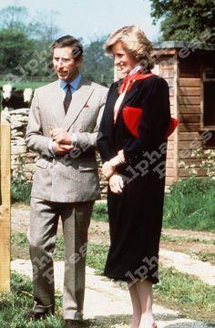 May Prince Charles Princess Diana visit the Street Farm Workshops, Highgrove House, Tetbury. Prince Charles, Princess Diana And Charles, Prince And Princess, Princess Of Wales, Real Princess, Lady Diana Spencer, Catherine Walker, Princes Diana, Diane