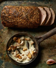 Schab pieczony z ziołami, z pieczoną kapustą i sosem pieczarkowym #lidl #przepis #okrasa #schab #kapusta #pieczarki