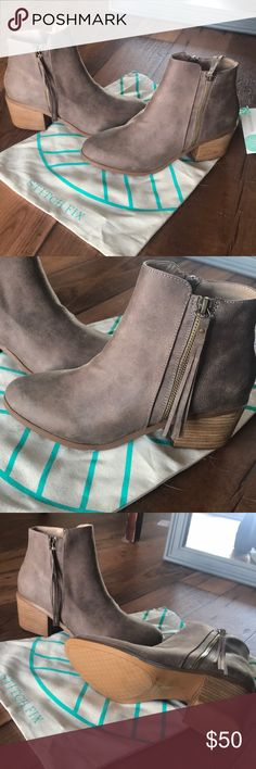 BNWT Report Footwear Booties Brand New never worn, with tags. From stitch fix! Size 8 taupe color! Report Shoes Ankle Boots & Booties