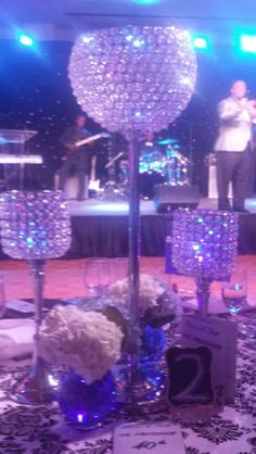 Table set up using crystal vases in different Heights
