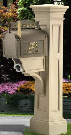 This Grandin Road Liberty Mail Post is truly distinctive. This sturdy mail post is built to a unique design that perfectly pairs with Grandin Road style.