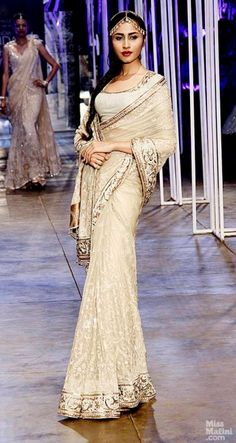 Tarun Tahiliani at India Bridal Fashion Week (IBFW) 2013 more exquisite sari wrapping Pakistani Outfits, Indian Outfits, Indian Clothes, Indian Attire, Indian Ethnic Wear, Tarun Tahiliani, Indian Bridal Wear, Elegant Saree, Indian Designer Outfits
