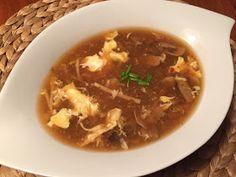 Avec la soupe won-ton et la soupe Bangkok, voici ma soupe asiatique préférée! Cette version ressemble vraiment à s'y méprendre à celle que l...