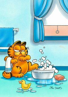 Garfield is afraid of bath time. Garfield Pictures, Garfield Quotes, Garfield Cartoon, Garfield And Odie, Garfield Comics, Cartoon Memes, Cartoon Art, Cartoon Characters, Garfield Wallpaper