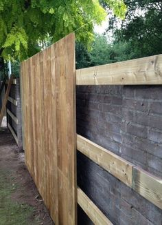 Awesome Wood Fence Designs And Ideas #WoodFence #FenceDesigns  #awesome #designs #fence #fencedesigns #ideas #woodfence