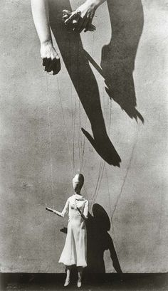 Tina Modotti. Hands of Marionette Player, Mexico, 1926.