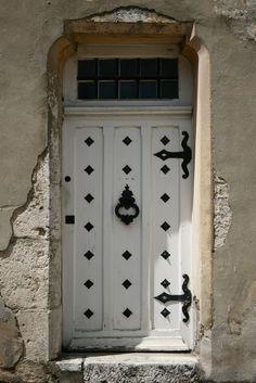 These lovely old doors were all found in Provins, France . Door Knockers, Door Knobs, Door Handles, Cool Doors, Unique Doors, Porches, White Doors, Closed Doors, Doorway