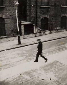 Nigel Henderson 'Man in Bunsen Street, Bethnal Green', 1950 © Nigel Henderson Estate
