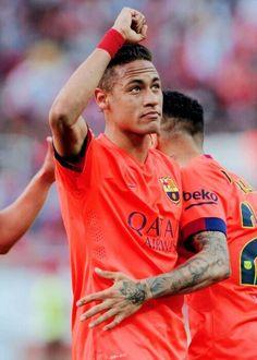 He has a tattoo of Jesus on his arm Neymar Jr, Football Players, Football Soccer, Soccer Boyfriend, Fc Barcelona Neymar, Neymar Brazil, Dani Alves, Best Player, Lionel Messi