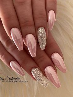 23 classy nail designs to inspire your next manicure beautiful nails nail art ideas that will inspire younail art arts nail art nails nails nail art nail art ideas nail art ideas 2020 Chic Nails, Glam Nails, Stylish Nails, Nail Manicure, Nail Polish, Shellac Nails, Fancy Nails, Pedicure, Pink Chrome Nails