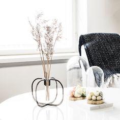 Easter mood / be&liv Beautiful Gift Boxes, Flower Vases, Easter Eggs, Mood, Interior, Design, Flower Pots, Indoor, Bud Vases