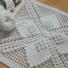 Crochet Ripple, Crochet Squares, Baby Blanket Crochet, Crochet Motif, Crochet Stitches, Crochet Pillow Cases, Crochet Cushions, Crochet Table Runner, Crochet Tablecloth