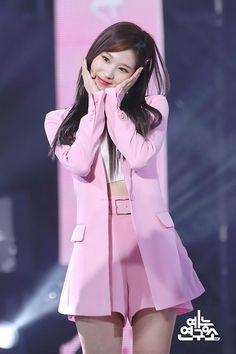 twice ♡ sana Kpop Girl Groups, Korean Girl Groups, Kpop Girls, Stage Outfits, Kpop Outfits, Nayeon, Kpop Fashion, Fashion Models, Asian Fashion
