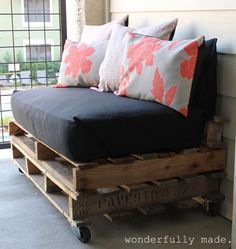 Reuse an old twin mattress to make this patio pallet bench