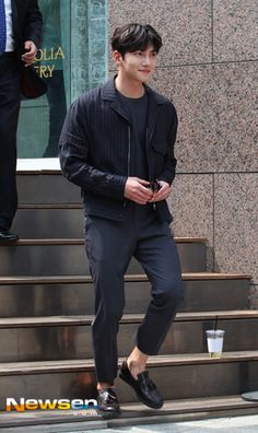[Event] Ji Chang Wook attends fan sign for POLICE Eyewear (image heavy) Cute Celebrities, Korean Celebrities, Korean Actors, Ji Chang Wook Smile, Ji Chan Wook, Korean Star, Korean Men, Dramas, Ji Chang Wook Photoshoot