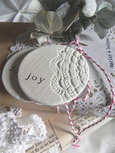 Etiquetas en cerámica