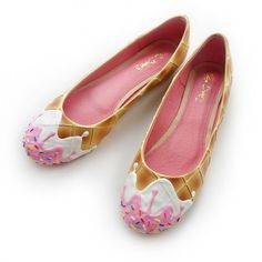Ice-cream flats by Shoe Bakery. Source by shoes flats Cute Shoes Flats, Me Too Shoes, Shoes Heels, Fab Shoes, Awesome Shoes, Pumps, Ice Cream Shoes, Cream Flats, Kawaii Love