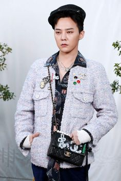 GDragon Literally Wore Chanel's Jacket from the Brand's Women Collection But He Looks Just Perfect with His Own Unique Style at Recent Event (+ Photos) Seungri, G Dragon Fashion, Bigbang G Dragon, Chanel Jacket, Recent Events, Jiyong, Event Photos, Well Dressed Men, Fashion 2020