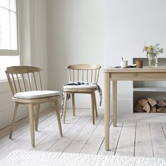 This solid oak chair is a nifty piece of design. We've kept the raked back nice and low so your shoulder blades will say 'thank you'! Oak Dining Chairs, Farmhouse Table Chairs, Wooden Dining Tables, Kitchen Chairs, Scandinavian Dining Chairs, Scandinavian Kitchen, Beautiful Dining Rooms, Curtains With Blinds, Furniture