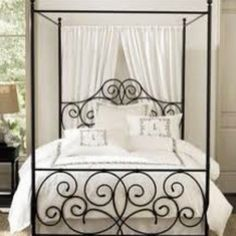 Romantic bed. So many ideas for an awesome bedroom!