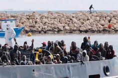 More than 300 migrants rescued off Sicily: reports | World | Dunya News