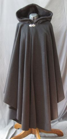I like this cloak because of how it is simple in both colour and design with the only adornment being the silver clasp. IT'S A CLOAK Mode Outfits, Fall Outfits, Outfits 2016, Fashion Outfits, Coat Dress, Dress Up, Witch Dress, Apron Dress, Medieval Clothing