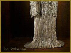 """Robe """"Delphos"""" Mariano Fortuny pleated silk, special technique early 20th century"""