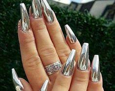 Chrome Nail Powder, Chrome Nail Art, Powder Nails, Gold Chrome, Chrome Nails Designs, Acrylic Nail Designs, Silver Nail Designs, Metallic Nails, Silver Nails