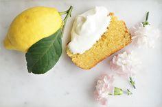 No-bake Snickerskake med cornflakes Creme Cheese Frosting, Creme Fraiche, Vanilla Cake, Yummy Food, Baking, Fruit, Breakfast, Desserts, Bliss